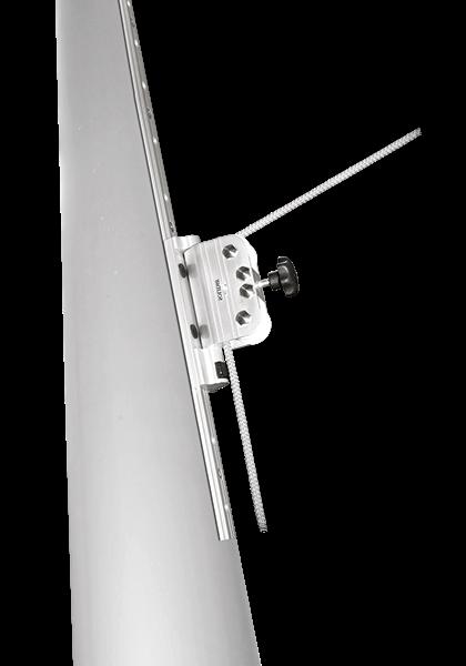 Aurinkopurjeen korkeussäätö voidaan tehdä liukukiskon avulla.